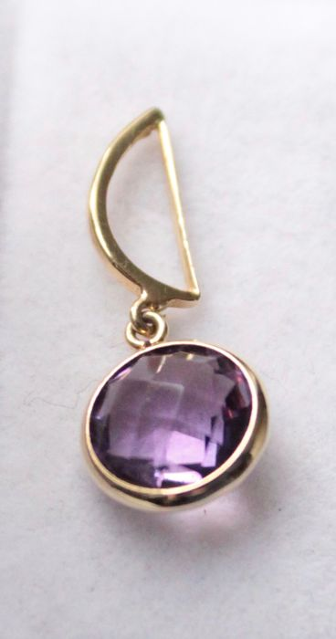 Yellow gold, 14 karat pendant inlaid with amethyst