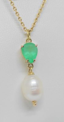 18 kt yellow gold pendant and chain - Colombian emerald and pearl