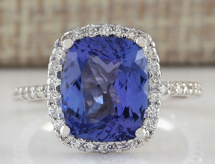 4.40 Carat Tanzanite And Diamond Ring In 14K Solid White Gold - Ring Size: 7 *** Free shipping *** No reserve *** Free resizing ***