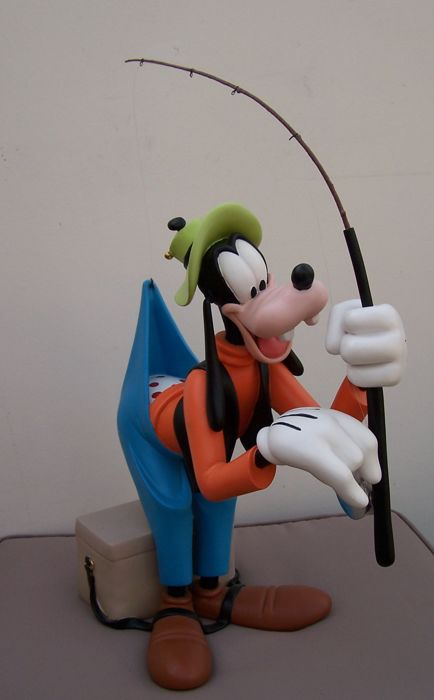 Disney, Walt - Polyresin statuette - Goofy fishing Disney original (1990s/2000s)