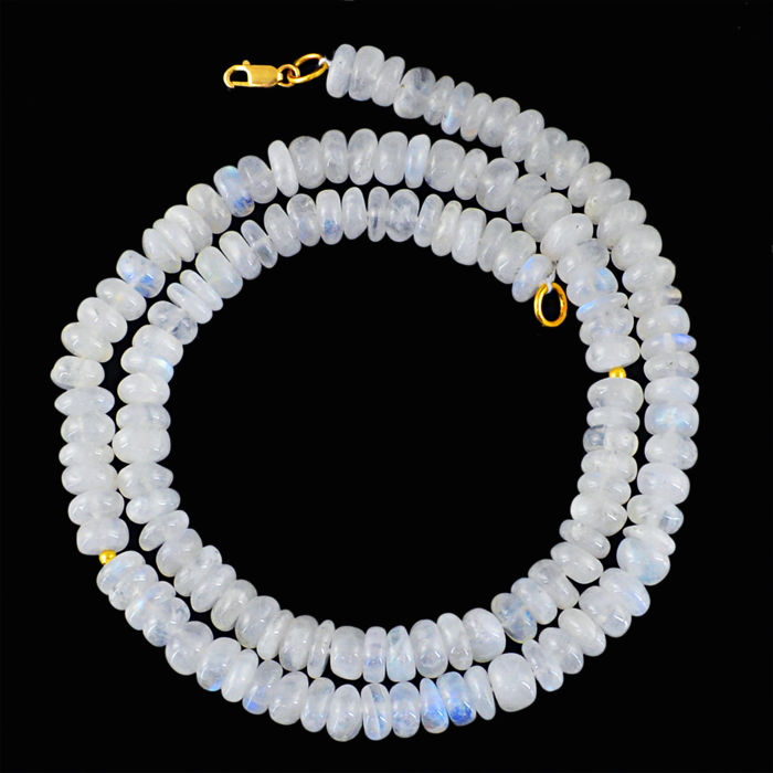 Moonstone necklace with 18 kt (750/1000) gold clasp, length 50cm