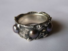 Ladies ' 925 Silver Ring  with Pearls  Sizes: 19.76 mm.