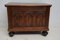 Oak blanket chest with 3 gate-shaped panels on the front - Holland, 19th century