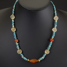 Necklace with Roman glass and carnelian beads, including jewellery box