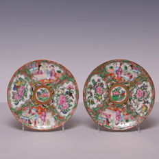 A pair of Canton Famille rose porcelain plates - decoration of figures in panels - China - approx. 1900.