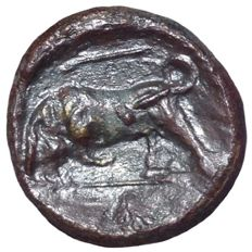 Greek Antiquity - Sicily, Syracuse, Hieron II (275-215 BC) - Æ (Bronze, 17mm; 3,43g.) - Head of Kore / Bull - CNS 191; SNG ANS 586