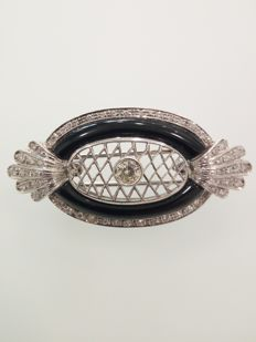 Brooch in 18 kt white gold - diamonds of approx. 0.25 ct for a total of approx. 1.40 ct