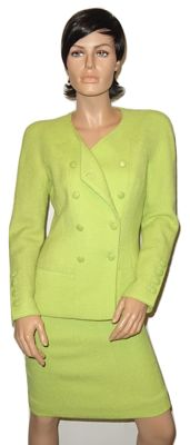 Chanel - as good as new a linde green 2 part costume, blazer and skirt.