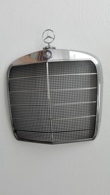 Mercedes Benz - Chrom Kühlergrill Stern W110