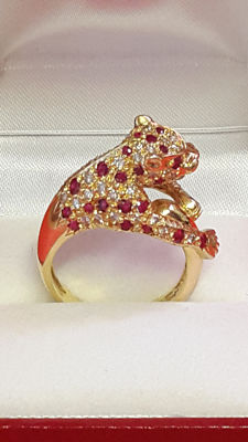 Panther ring / gold / ruby / diamonds.