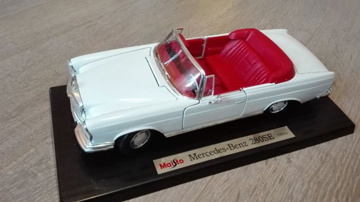 Maisto - scale 1/18 - Mercedes-Benz - model 280 SE convertible - white