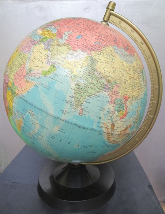 Large Räth world globe 33cm