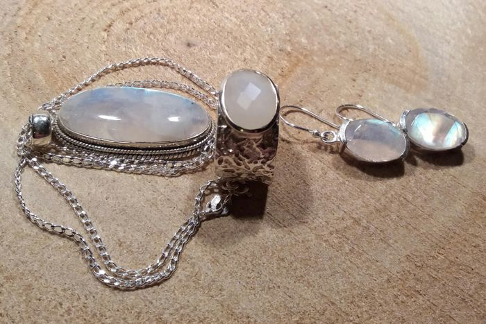 Silver jewellery set with faceted cut moonstone in drop shape