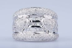 18 kt white gold ring 144 diamonds approx. 1.44 ct in total 42 baguette diamonds