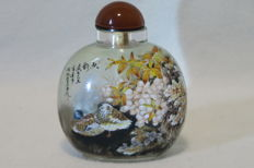 "Snuff bottle with glass painting of ducks inside and the signature of the artist ""MoHai"" - China 21st century"