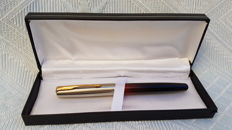 Parker Frontier - Vintage fountain pen. Made in USA.