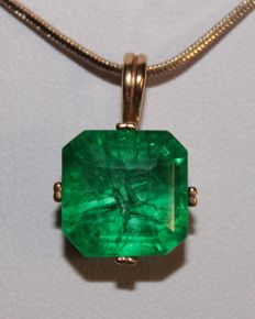 Silver Pendant with natural Emerald of 9.30 ct (with certificate)