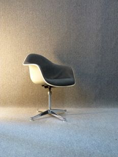 Charles & Ray Eames for Herman Miller - fiberglass arm chair on original Contract Base