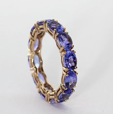 Rose gold eternity ring, set with faceted tanzanites of 5.00 ct in total - With certificate