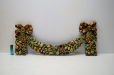 Antique hand-crafted wooden garland with polychrome flowers and gilded bows - France - Circa 1870