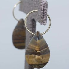 18 kt gold hoop earrings with tiger's eye pendant