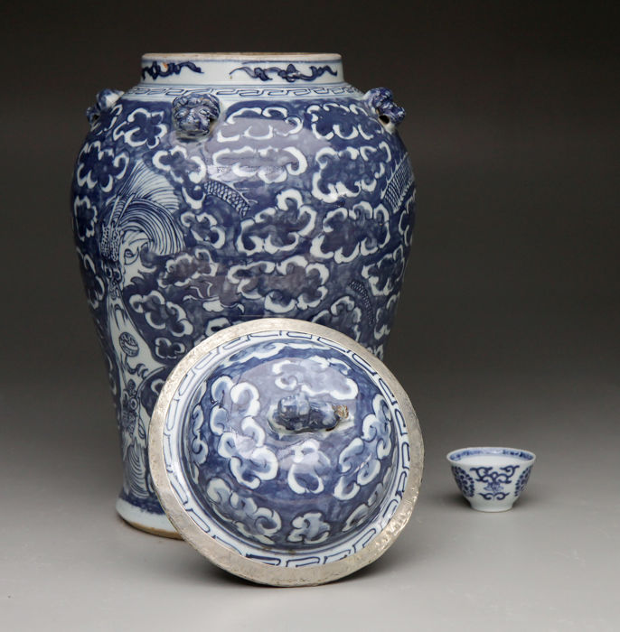 Antique Chinese Blue White Porcelain Vase Cover China 19th