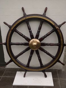 Antique ship steering wheel +/-150 years old