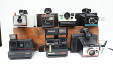 A lot of 7 Polaroid instant cameras: a Polaroid 635 CL Supercolor, a Polaroid Colorpack 80, a Polaroid Landcamera 1000, a Polaroid Impuls, a Polaroid Colorpack II, a Polaroid Zip and finally a Polaroid Swinger model 20