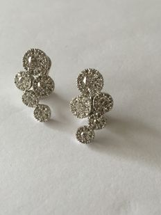 Earrings in 18 kt white gold with brilliant cut diamonds, 2.31 ct