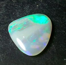 Beautiful Solid Australian Opal - 11 x 9 mm - 1.25 cts