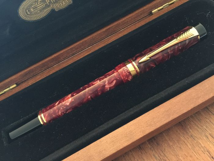 Parker Duofold International Jasper Red Duofold roller ball + wooden Duofold box