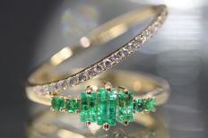 18 kt gold design ring set with natural emerald and diamond size: 54 NO RESERVE PRICE.