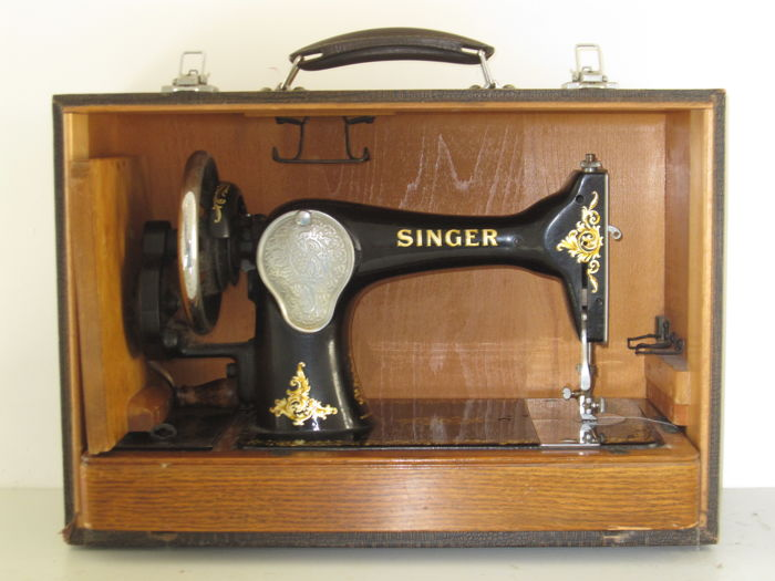 Old Singer 40K Hand Sewing Machine In Travel Case 40 Catawiki Interesting Singer Hand Sewing Machine