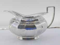 Small jug in punched silver and with faceted lines, Birmingham, 1933