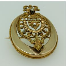 Elizabethan brooch, 18 kt, 6 fresh water cultured pearls