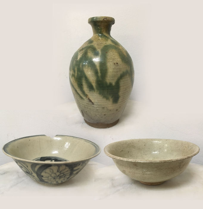 3 Piece set Ceramic Glazed Vase/Porcelain B/W Bowl/White Porcelain Bowl - China - late 16th/19th Century.