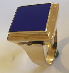 Gold men's ring with lapis lazuli, approx. 1960.