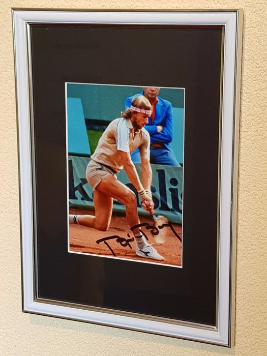 Bjorn Borg - Tennis Legend - hand signed Wimbledon photo  + COA.