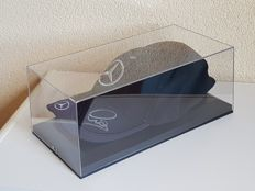 Lewis Hamilton - 4x Worldchampion Formula 1 -  hand signed cap in displaybox + COA.