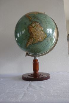 Mang's neuer Erd - Globus on wooden base with integrated compass - ca. 1920