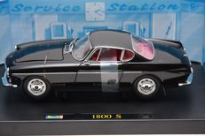 Revelll - Scale 1/18 - Model Volvo sports car 1800 S - Black
