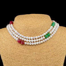 18kt/750 yellow gold necklace with cultured pearls, emeralds and rubies  -  Length 116 cm.