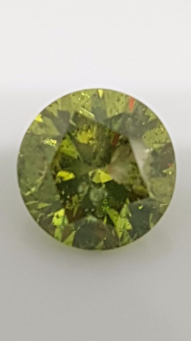 2.55 ct - Round Brilliant - Green - I1