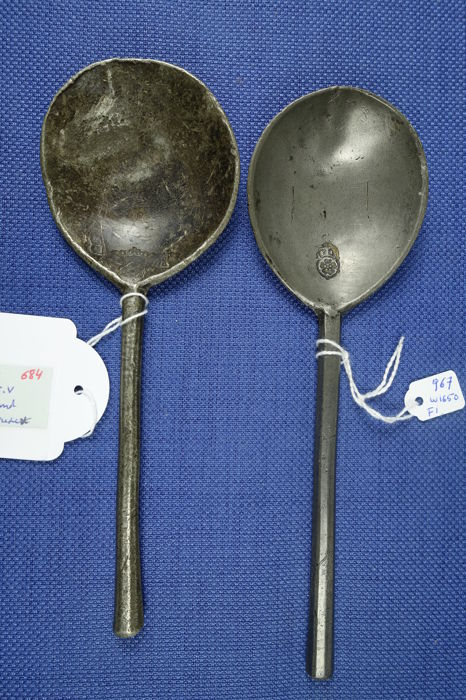 Two pewter spoons; artefacts; both clearly marked WVV and Dubbe 8147 w 1650
