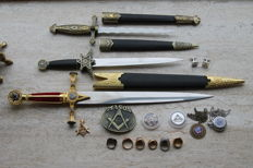 Freemasonry collector's items, lot of 17 items--daggers--signet rings--cufflinks--belt buckle--golden pendant--