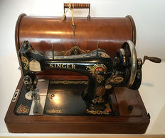 Magnificent antique Singer 16K sewing machine with dust cover and key, 1917