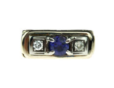 14 kt gold Art Deco women´s ring set with sapphire and diamonds