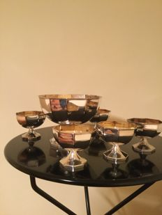 Fruit cocktail set consisting of one large cup and 6 matching small cups in Sheffield with gilded interior (vermeil)
