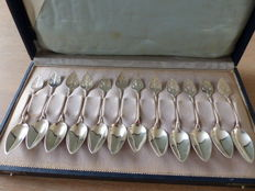 12 silver spoons in original cassette with satine leave, AK6 A.H. Kuylenburg, Schoonhoven, 20th century