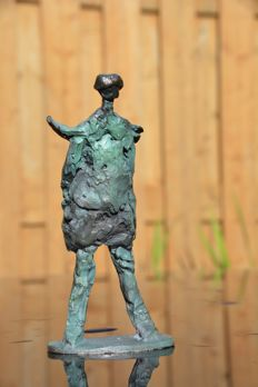 Unique part-abstract solid bronze statuette half abstract heavy bronze statuette, Weight; 1.1 kg